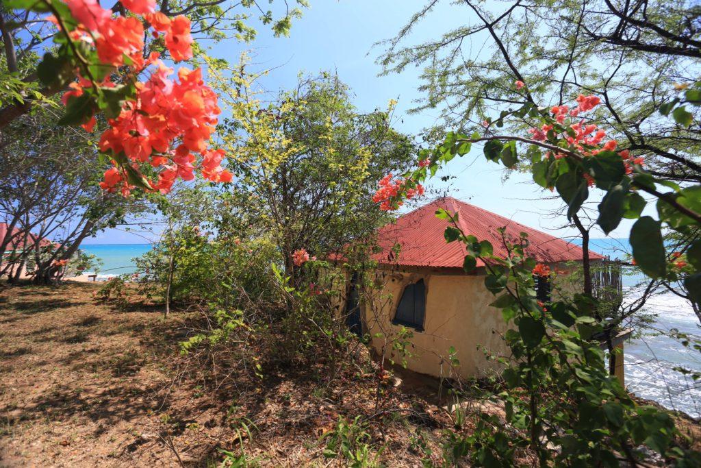 Jakes Hilltop Beachside cottage