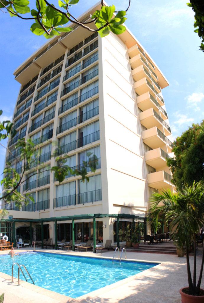 Courtleigh Hotel Kingston buildingpool2